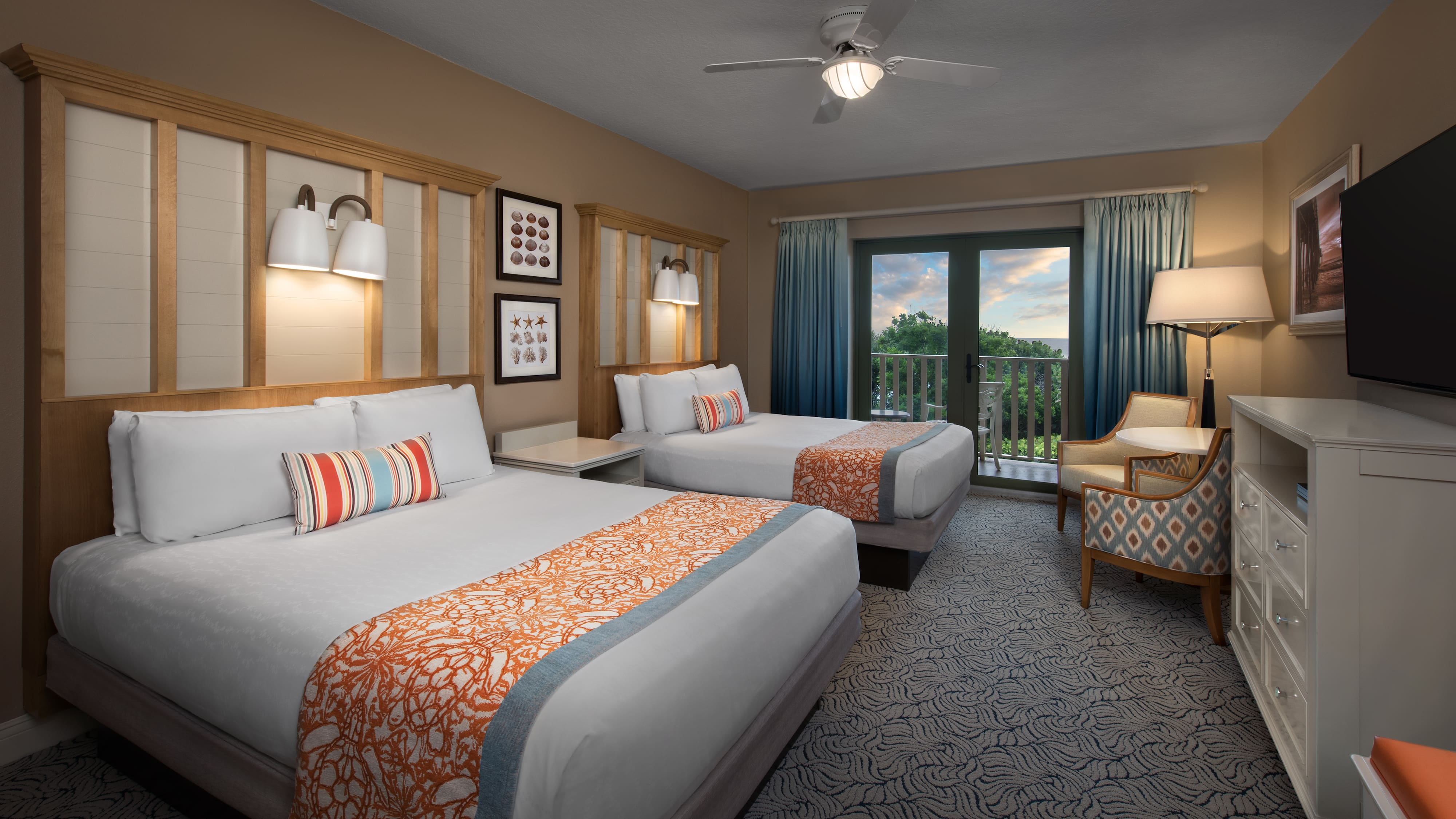 A Deluxe Inn Room With 2 Beds Sitting Area And Balcony Ocean